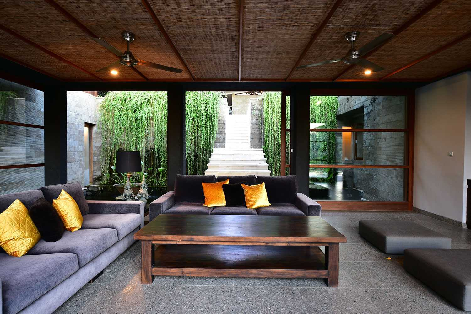 Agung Budi Raharsa | Architecture & Engineering Vanishing Villa - Bali Bali, Indonesia Kabupaten Tabanan, Bali, Indonesia Living Room Contemporary 49903