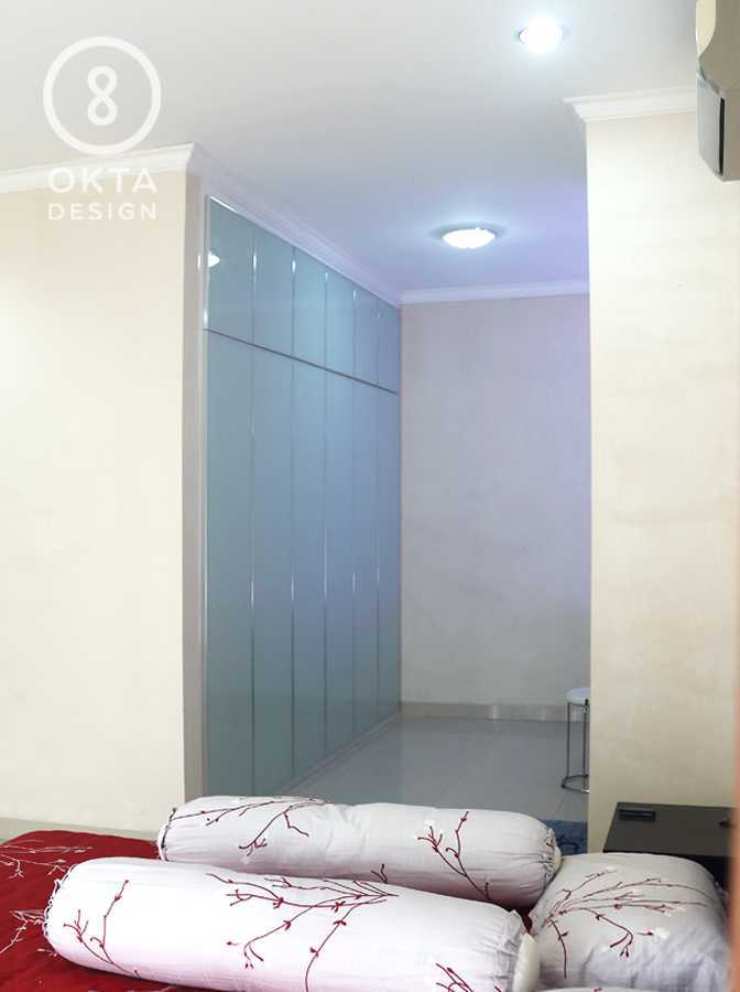 Okta Design Master Bedroom Jl. Bogor Nirwana Residence, Mulyaharja, Bogor Sel., Kota Bogor, Jawa Barat 16135, Indonesia Bukit Nirwana Residence,bogor Bedroom Modern 18125