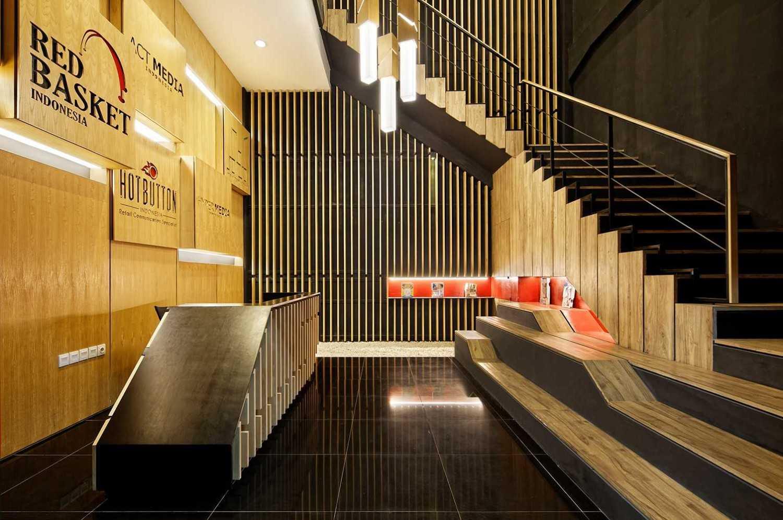 Foto inspirasi ide desain lobby modern Lobby-area oleh DELUTION di Arsitag
