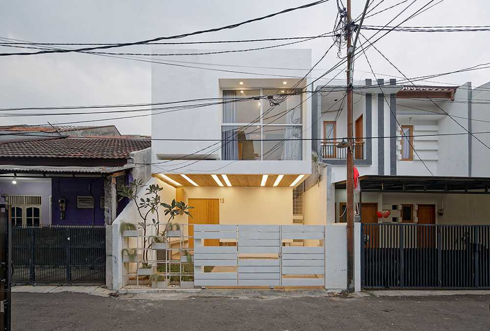 Foto inspirasi ide desain exterior minimalis Day front view oleh DELUTION di Arsitag