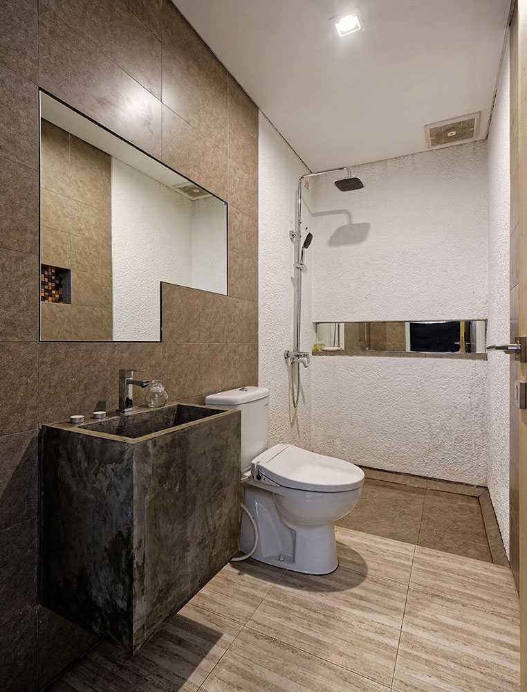 Delution Splow House Jl. Tebet Bar., Tebet Bar., Tebet, Kota Jakarta Selatan, Daerah Khusus Ibukota Jakarta 12810, Indonesia Jakarta, Indonesia Bathroom Modern 12382