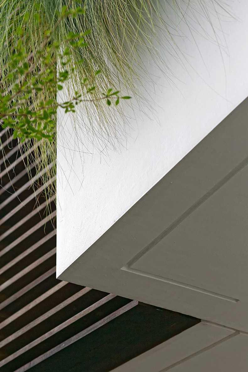 Foto inspirasi ide desain exterior kontemporer Exterior details oleh Delution Architect di Arsitag