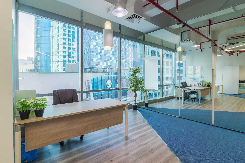 Foto inspirasi ide desain ruang kerja industrial Workroom oleh DELUTION di Arsitag
