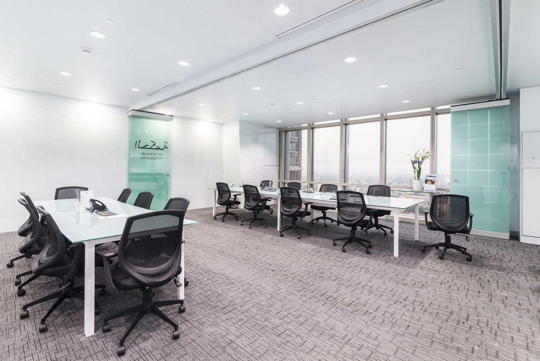 Foto inspirasi ide desain ruang kerja minimalis Main workroom area oleh Delution Architect di Arsitag