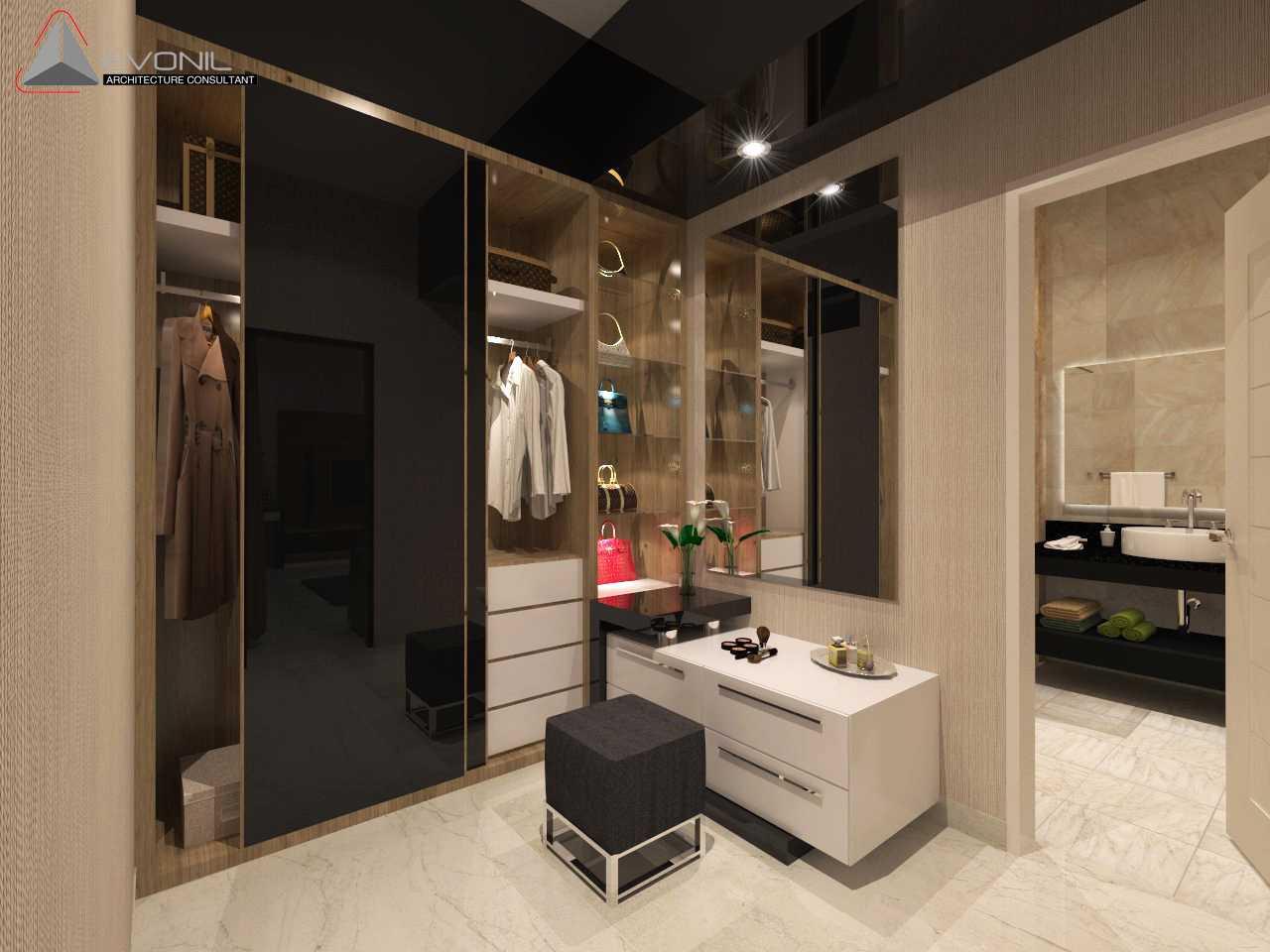 Foto inspirasi ide desain kamar tidur asian Walk-in-closet-master-bedroom-1-kop oleh Evonil Architecture di Arsitag