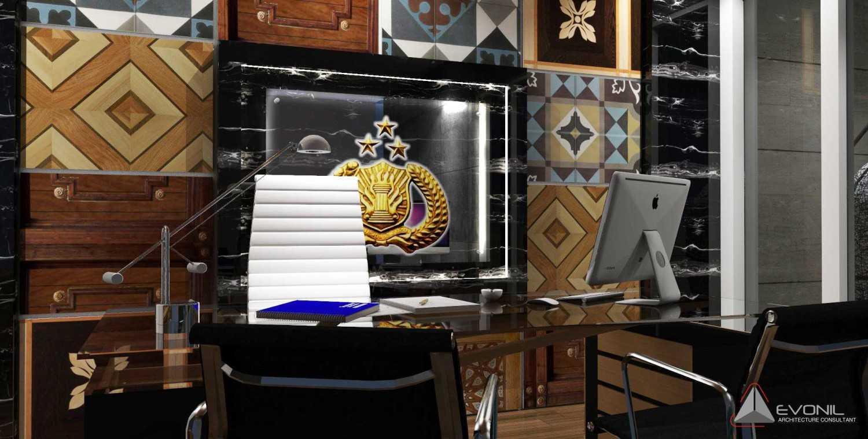 Foto inspirasi ide desain ruang kerja tradisional Ruang-kantor-2-rev oleh Evonil Architecture di Arsitag