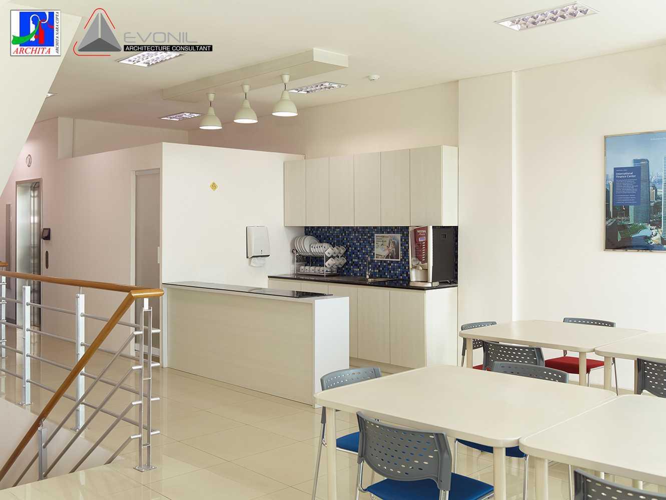 Foto inspirasi ide desain dapur minimalis Pantry oleh Evonil Architecture di Arsitag
