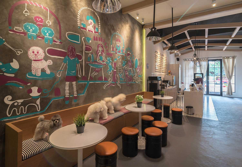 Foto inspirasi ide desain restoran modern Barbershop pet grooming studio & cafe oleh Evonil Architecture di Arsitag