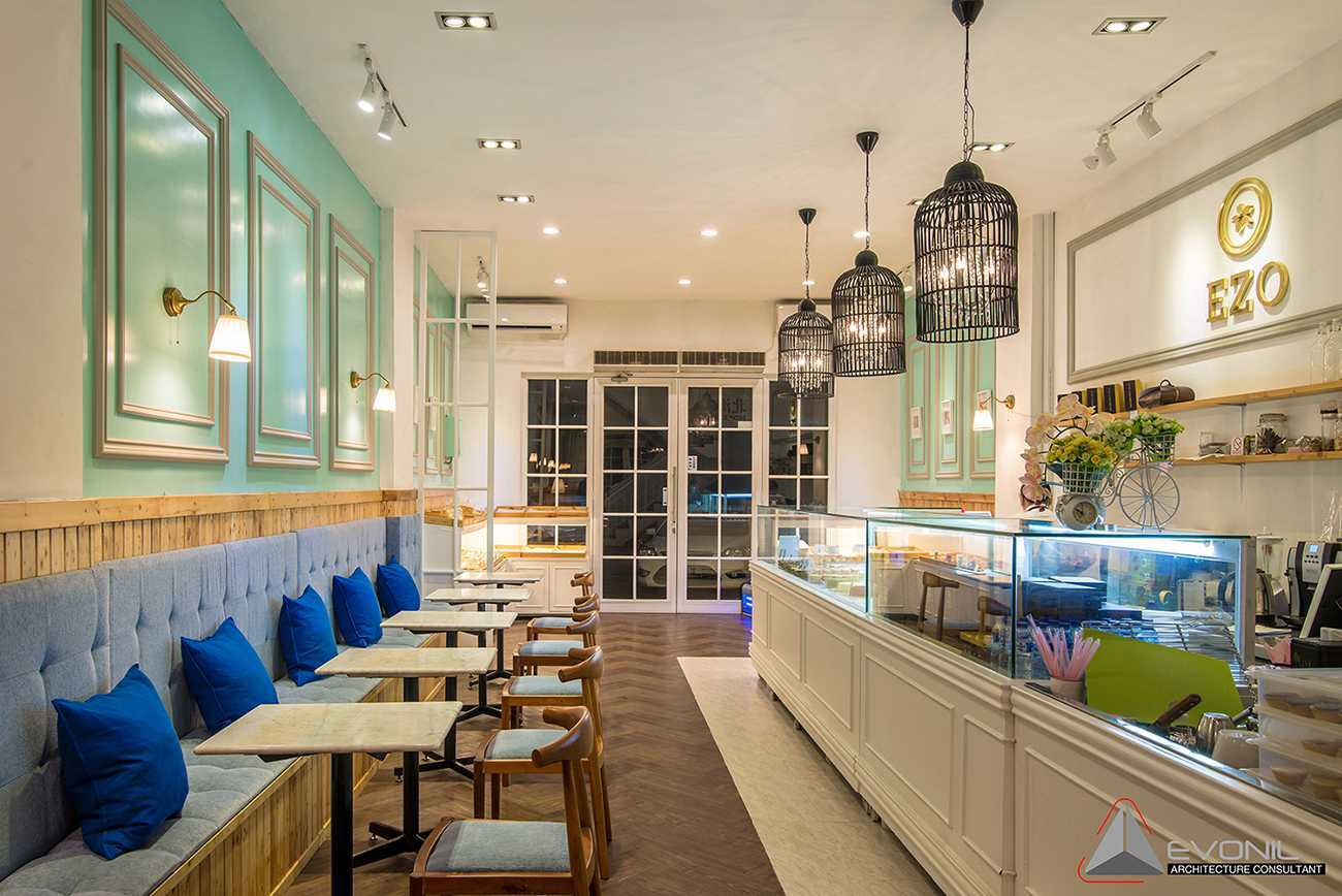Foto inspirasi ide desain klasik Inside the store oleh Evonil Architecture di Arsitag