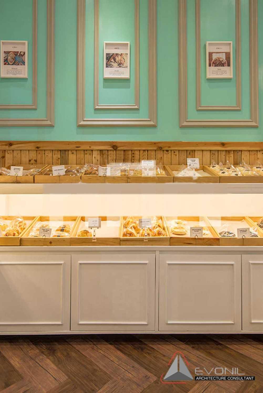 Foto inspirasi ide desain display area klasik Cake display oleh Evonil Architecture di Arsitag