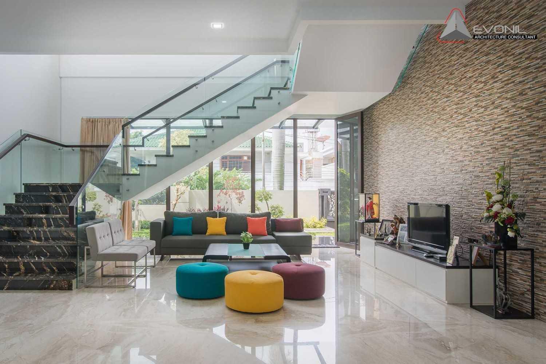 Foto inspirasi ide desain ruang keluarga modern Livingroom oleh Evonil Architecture di Arsitag