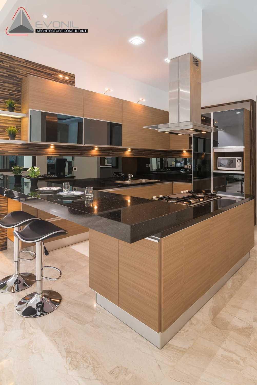Foto inspirasi ide desain rumah modern Kitchen oleh Evonil Architecture di Arsitag