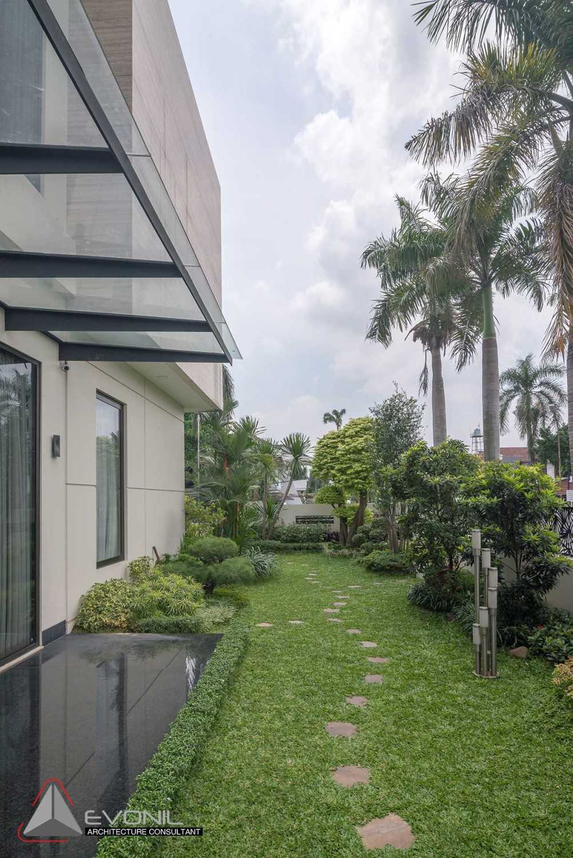 Evonil Architecture Residence Green Garden Green Garden, Jakarta, Indonesia Green Garden, Jakarta, Indonesia Garden Modern 18855