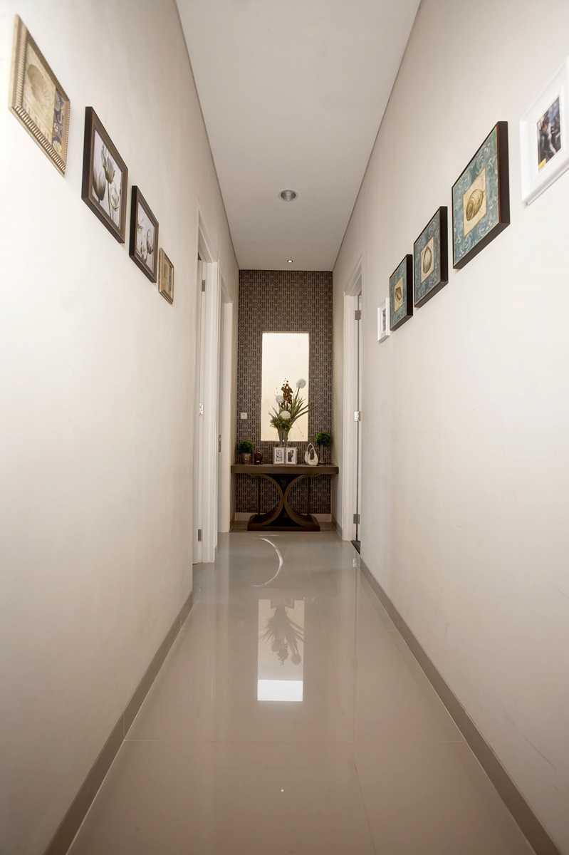 Foto inspirasi ide desain koridor dan lorong klasik Corridor oleh Getto ID di Arsitag