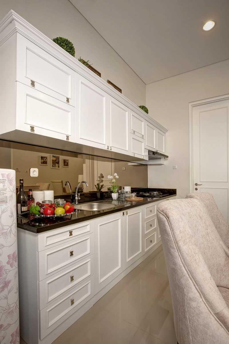 Foto inspirasi ide desain dapur klasik Kitchen oleh Getto ID di Arsitag