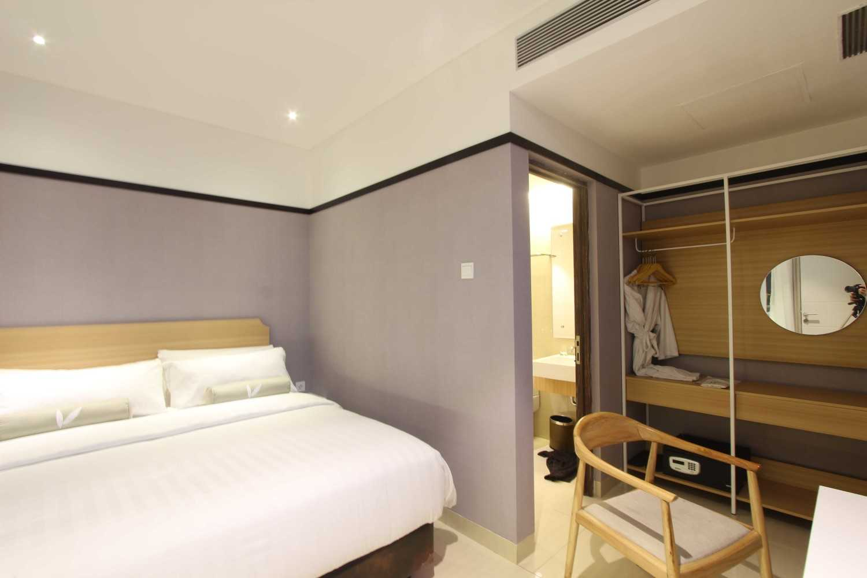 Arkitekt.id Executive Suite Room No 2 Clove Garden Hotel, Bandung Clove Garden Hotel, Bandung Bedroom Kontemporer 29458