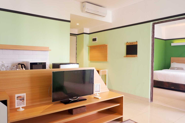 Arkitekt.id Executive Suite No 3 Clove Garden Hotel, Bandung Clove Garden Hotel, Bandung Twin Bedroom Minimalis 29461