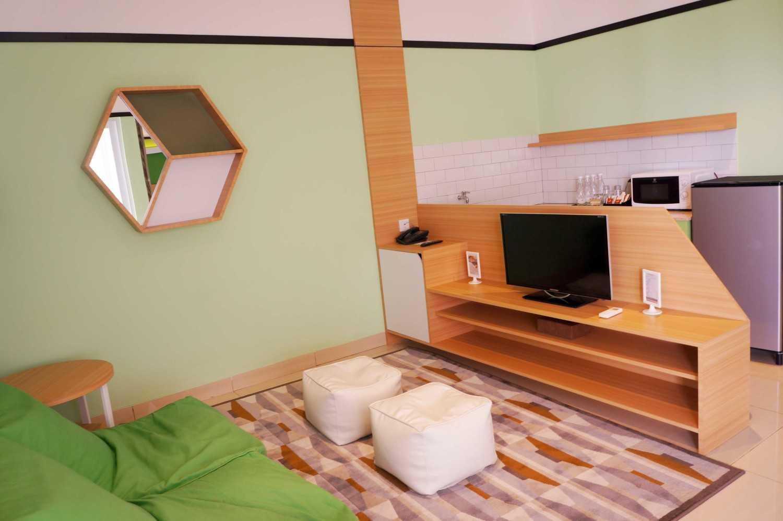 Arkitekt.id Executive Suite No 3 Clove Garden Hotel, Bandung Clove Garden Hotel, Bandung Living Room Minimalis 29462
