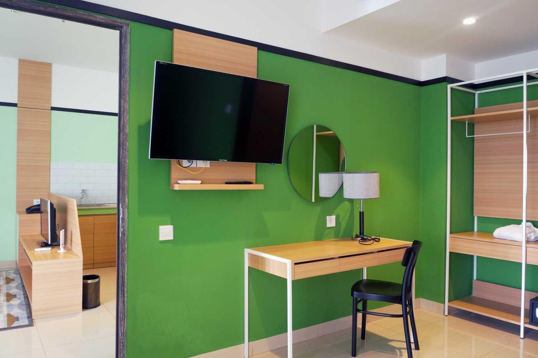 Arkitekt.id Executive Suite No 3 Clove Garden Hotel, Bandung Clove Garden Hotel, Bandung Main Bedroom Minimalis 29463