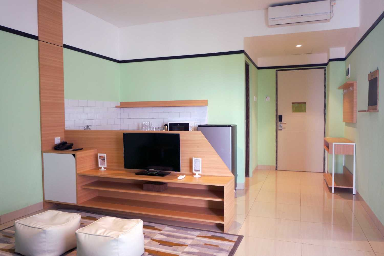 Arkitekt.id Executive Suite No 3 Clove Garden Hotel, Bandung Clove Garden Hotel, Bandung Living - Pantry Minimalis 29465