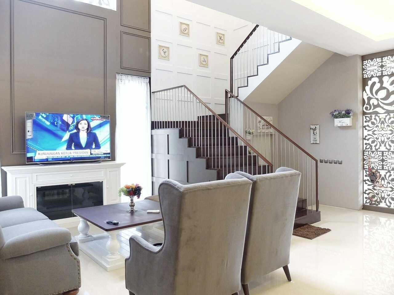 7Design Architect Mrs. D House Citrasun, Yogjakarta Citrasun, Yogjakarta Livingroom Klasik 18696