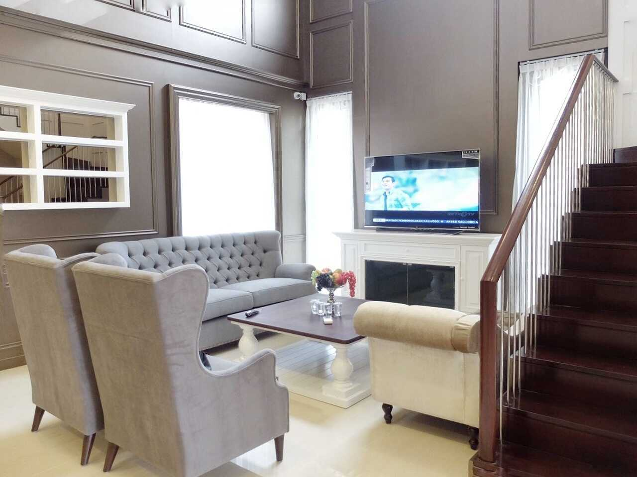7Design Architect Mrs. D House Citrasun, Yogjakarta Citrasun, Yogjakarta Livingroom Klasik 18697