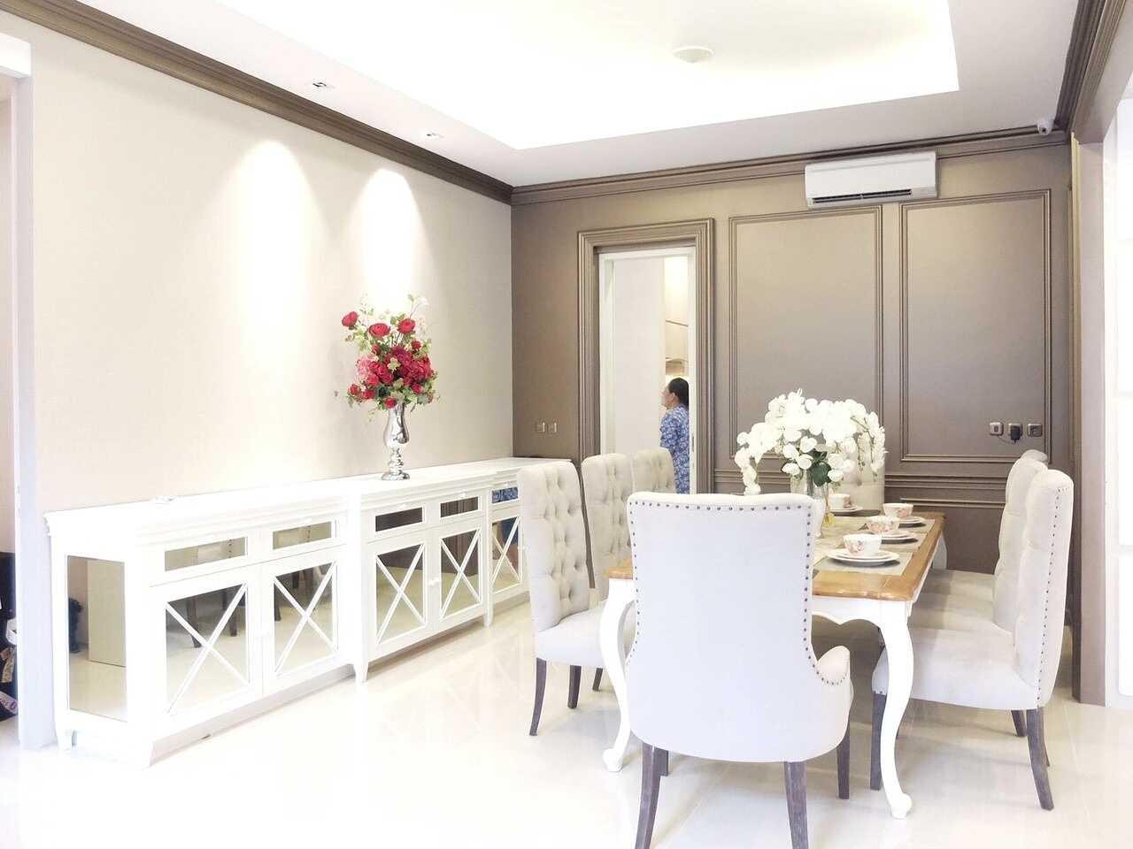 Foto inspirasi ide desain ruang makan klasik Diningroom oleh 7Design Architect di Arsitag