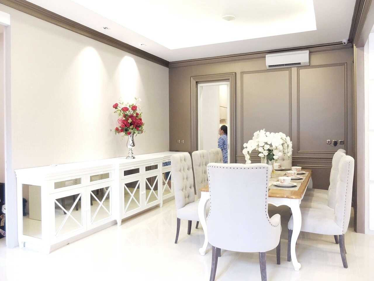 7Design Architect Mrs. D House Citrasun, Yogjakarta Citrasun, Yogjakarta Diningroom Klasik 18698