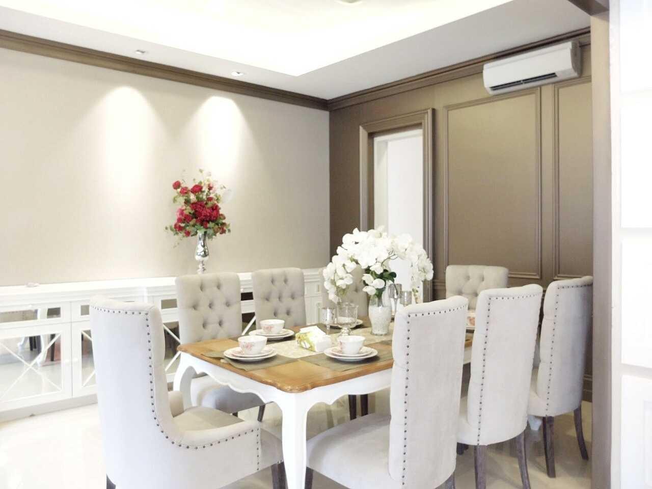 7Design Architect Mrs. D House Citrasun, Yogjakarta Citrasun, Yogjakarta Diningroom Klasik 18699