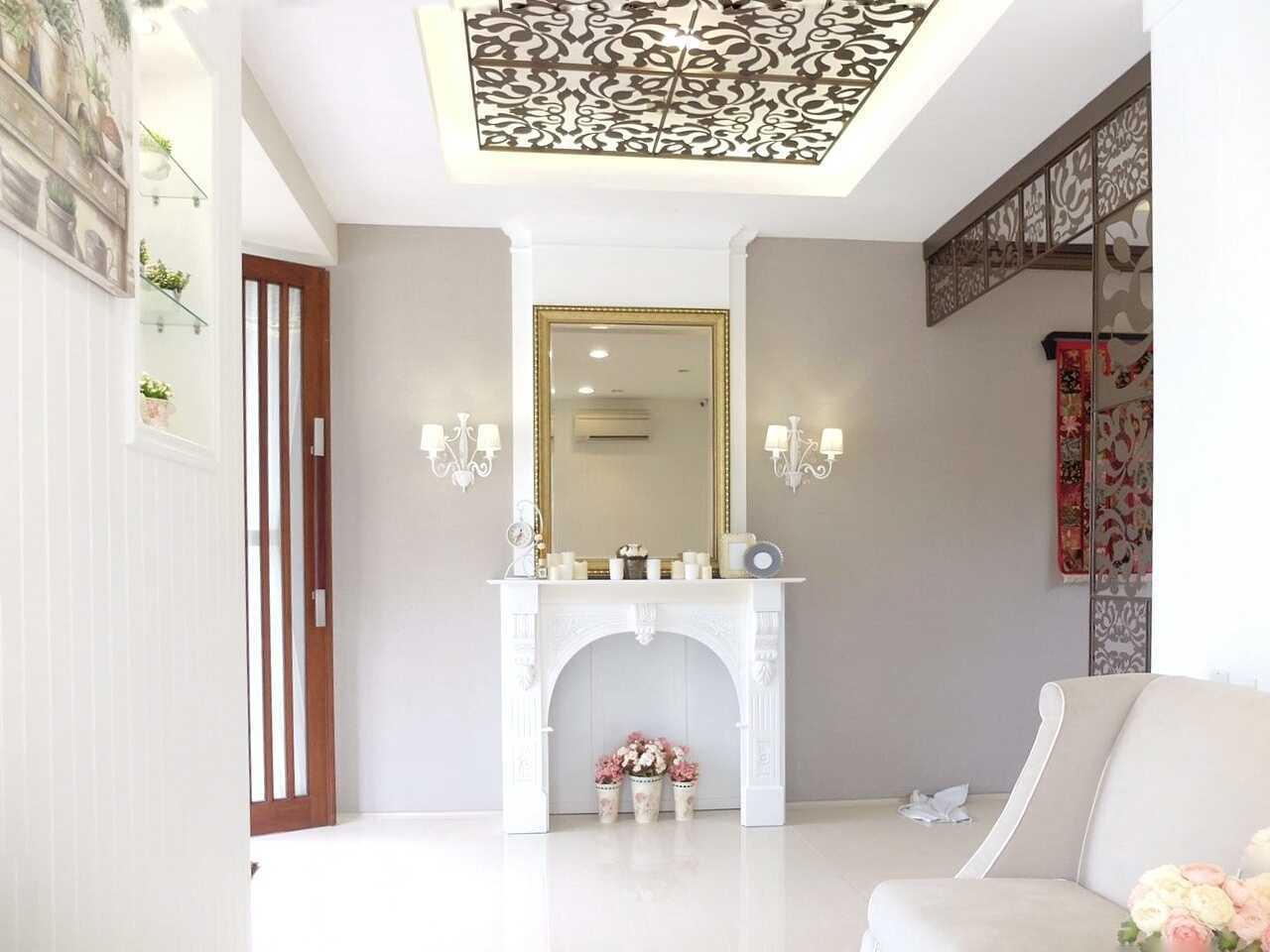 7Design Architect Mrs. D House Citrasun, Yogjakarta Citrasun, Yogjakarta Foyer Klasik 18703