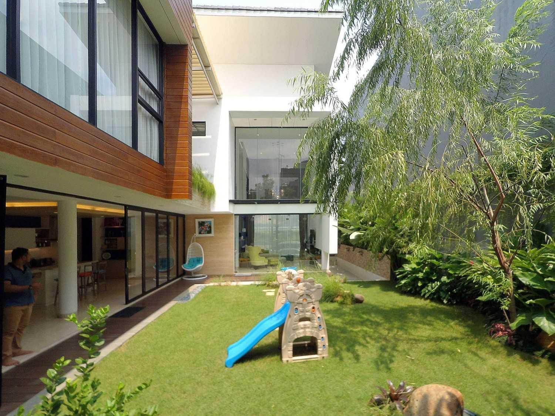 Dezan Studio Yn Residence Pondok Indah, Jakarta Pondok Indah, Jakarta Halaman Modern 15120