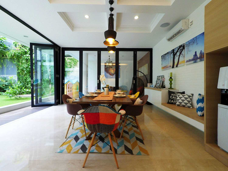 Dezan Studio Interior - Pantry & Dining Pondok Indah, Jakarta Pondok Indah, Jakarta Dining Area Minimalis 19395