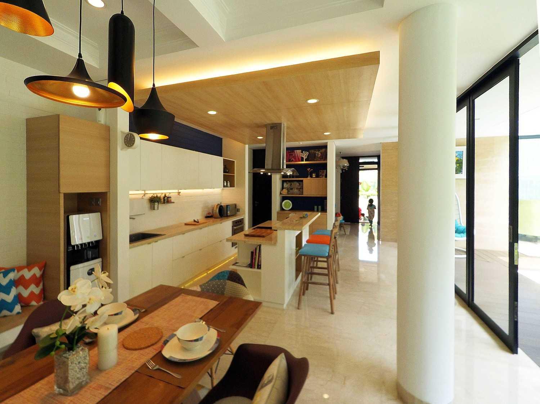 Dezan Studio Interior - Pantry & Dining Pondok Indah, Jakarta Pondok Indah, Jakarta Dining Area Minimalis 19396