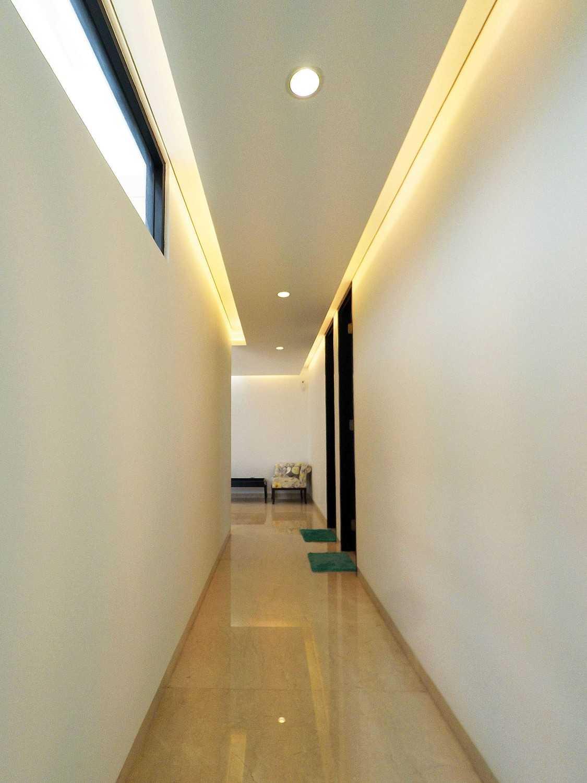 Dezan Studio Interior - Pondok Indah Pondok Indah Pondok Indah Room Corridor Tropis 19410