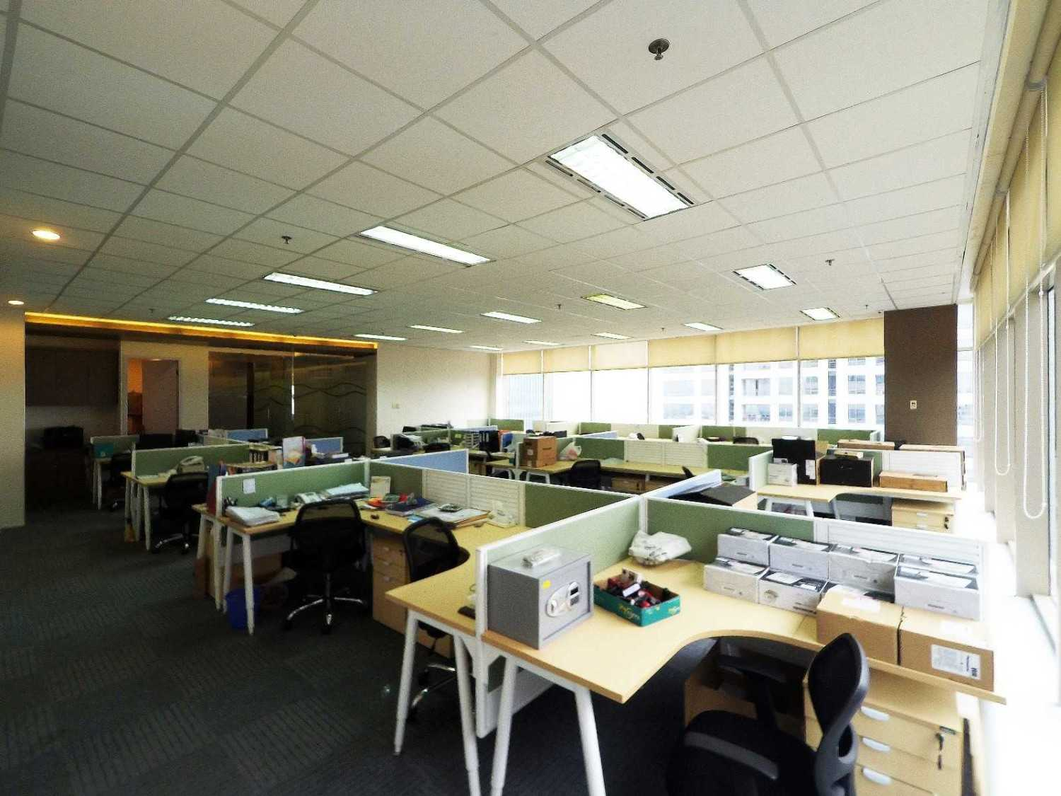 Arkadia Works Sekar Bumi Office Renovation Plaza Asia 21St Floor Plaza Asia 21St Floor Staff Area  14085