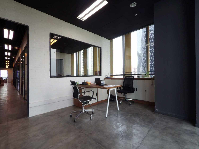 Arkadia Works Legrand Head Office Renovation Generali Tower 15Th Floor Generali Tower 15Th Floor Workspace Industrial 14372
