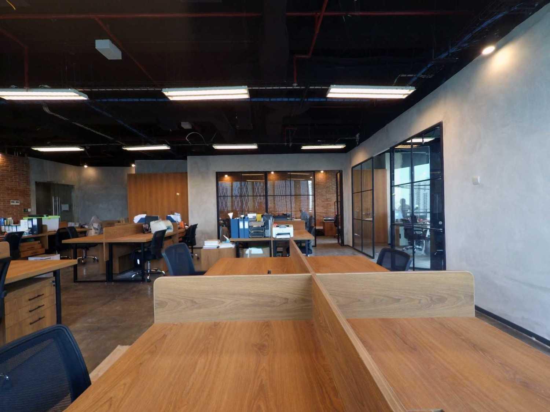 Arkadia Works Legrand Head Office Renovation Generali Tower 15Th Floor Generali Tower 15Th Floor Working Area Industrial 14374