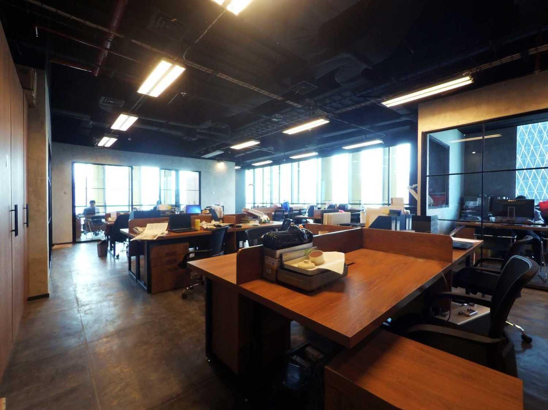 Arkadia Works Legrand Head Office Renovation Generali Tower 15Th Floor Generali Tower 15Th Floor Working Area Industrial 14383