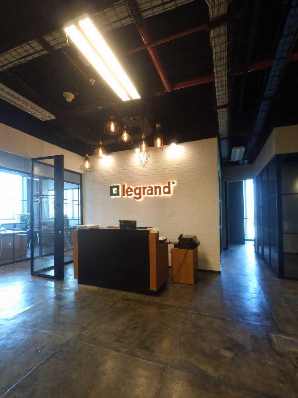 Arkadia Works Legrand Head Office Renovation Generali Tower 15Th Floor Generali Tower 15Th Floor Reception Area Industrial 14384