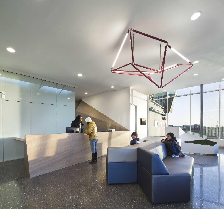 Foto inspirasi ide desain lobby Lobby area oleh 5G Studio Collaborative di Arsitag