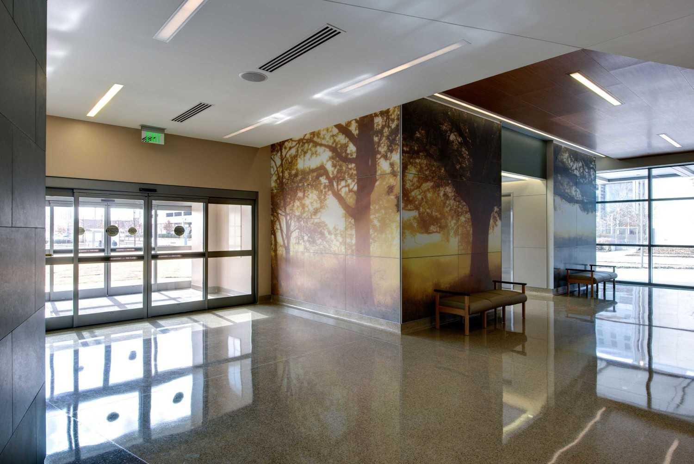Foto inspirasi ide desain lobby Lobby view oleh 5G Studio Collaborative di Arsitag