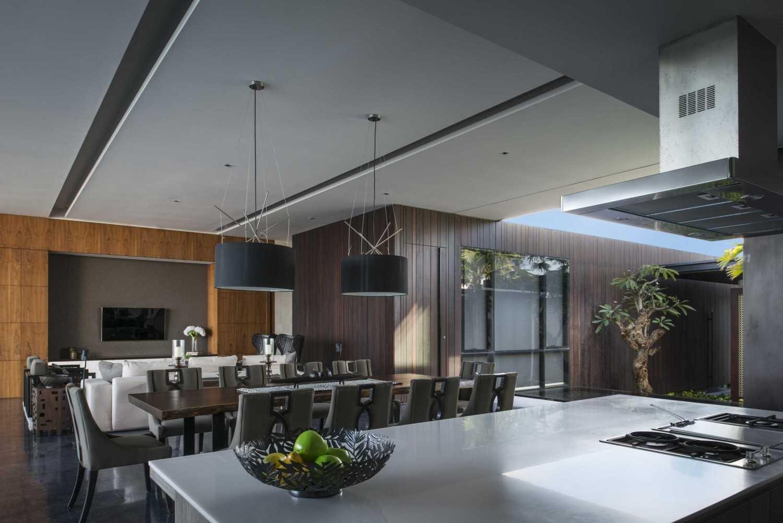 Foto inspirasi ide desain dapur Kitchen & dining room oleh Parametr Indonesia di Arsitag