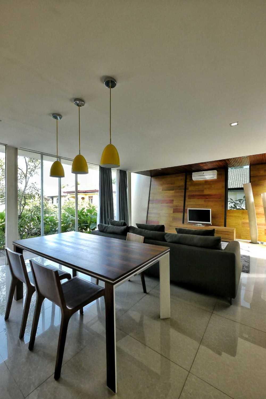 Parametr Indonesia Hybrid House Tangerang, Banten, Indonesia Tangerang, Banten, Indonesia Living & Dining Room  18448