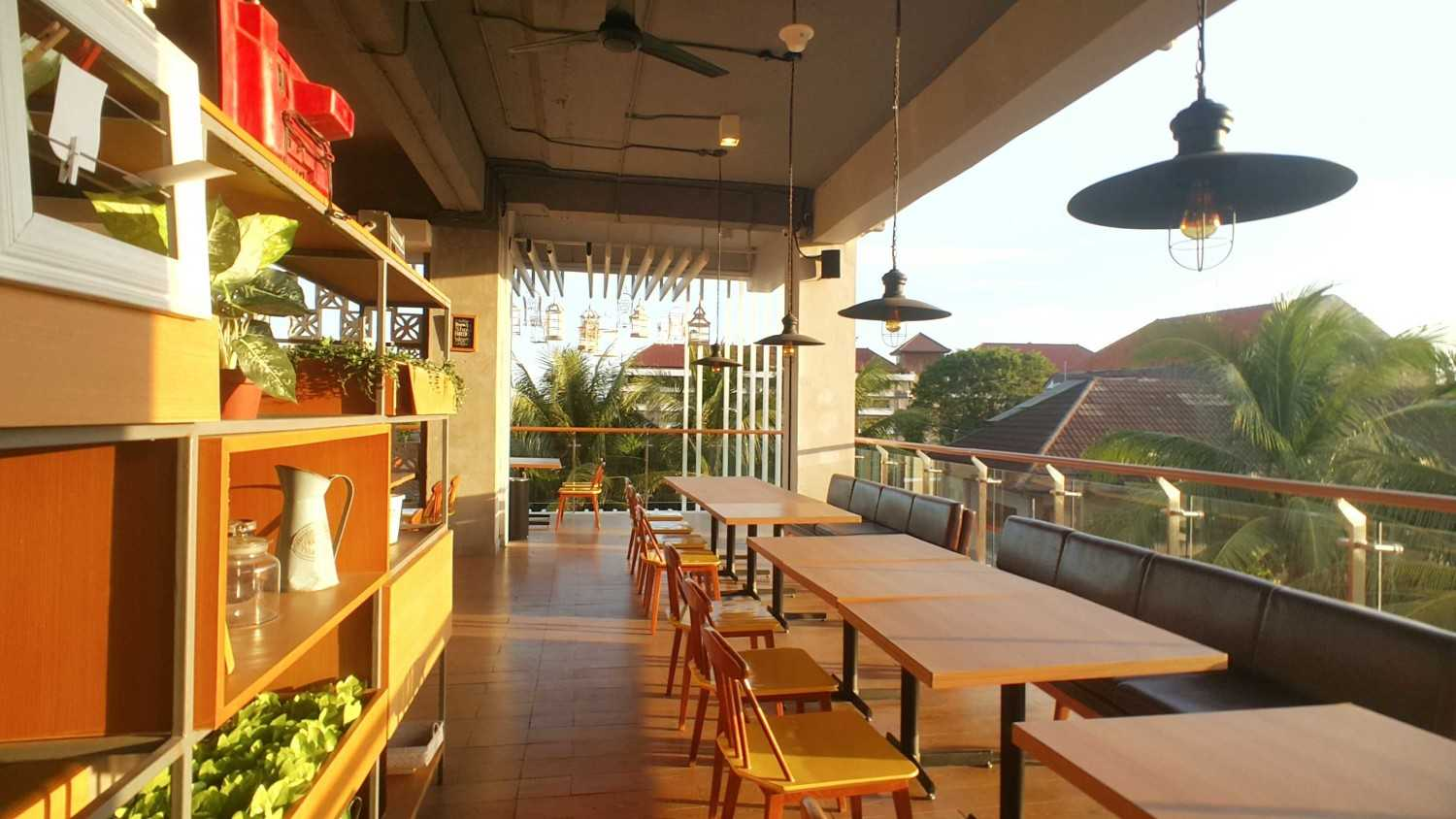 Parametr Indonesia The Park Mall Waterpark Bali Tuban, Bali Tuban, Bali Outdoor Eating Area  19037
