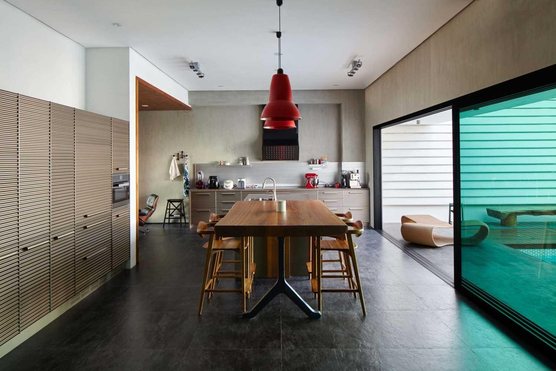 Foto inspirasi ide desain ruang makan kontemporer Dining room oleh Alvin Tjitrowirjo, AlvinT Studio di Arsitag