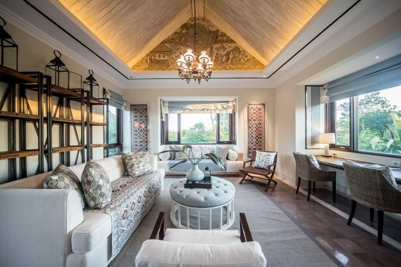 Foto inspirasi ide desain ruang keluarga Living room oleh HAN AWAL & PARTNERS di Arsitag