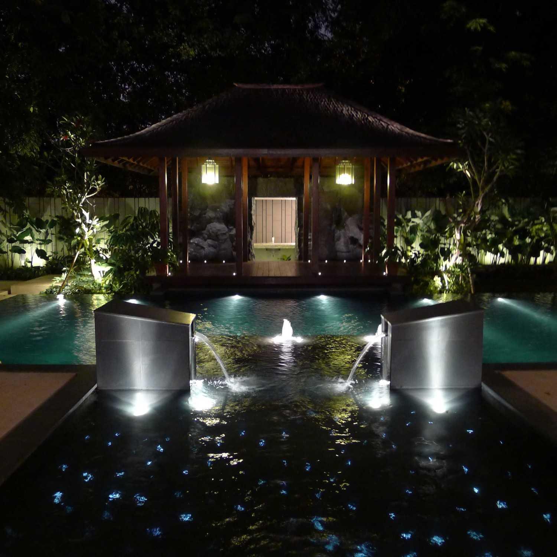 Foto inspirasi ide desain rumah Pond oleh HAN AWAL & PARTNERS di Arsitag