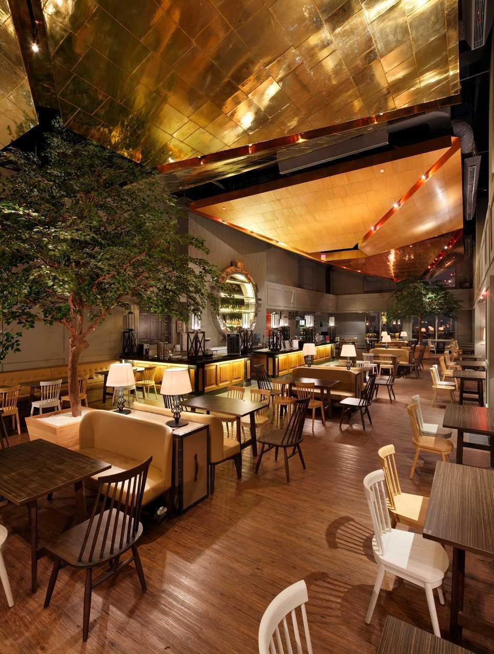 Foto inspirasi ide desain restoran Seating area interior view oleh MA-RU di Arsitag