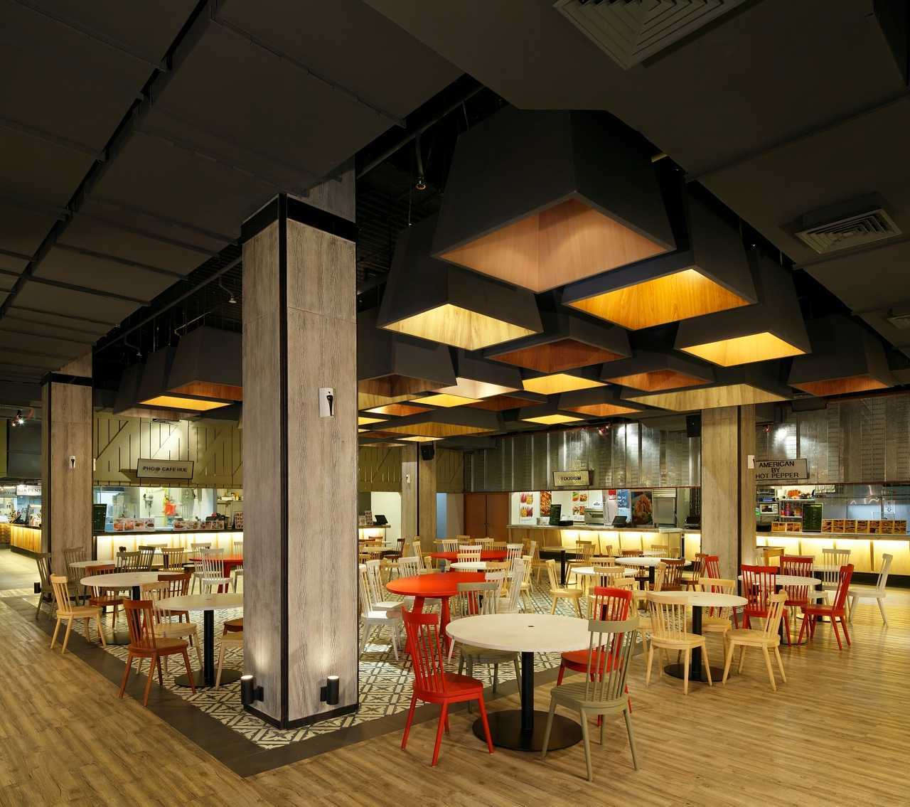 Ma-Ru Urban Kitchen  Plaza Indonesia Plaza Indonesia Seating Area  15333