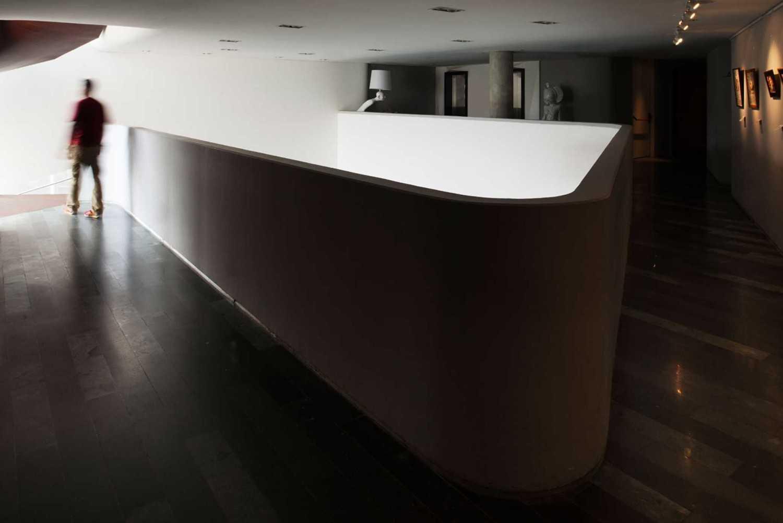 Foto inspirasi ide desain koridor dan lorong modern Corridor hotel oleh Aboday Architect di Arsitag